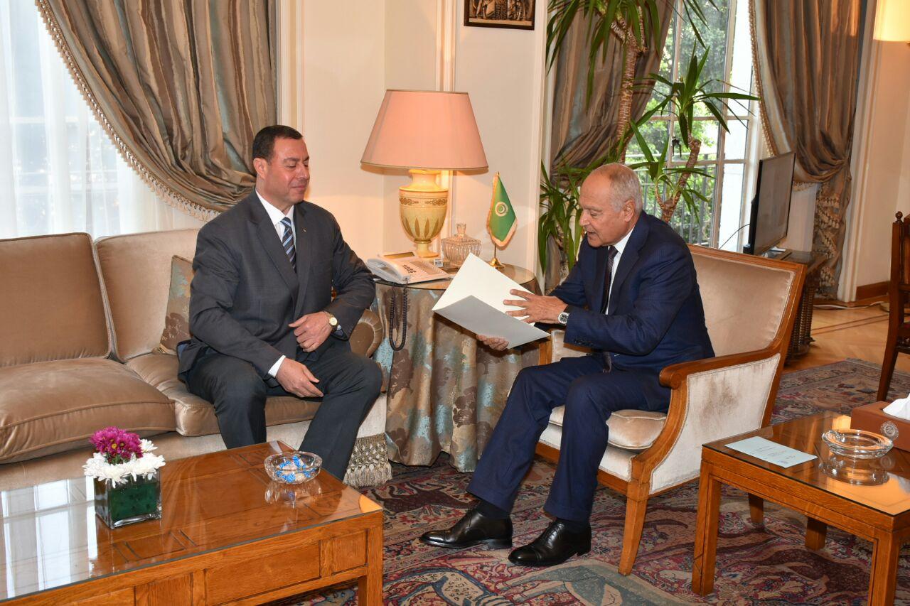 السفير اللوح يقدم أوراق اعتماده مندوبا دائما لفلسطين بالجامعة العربية