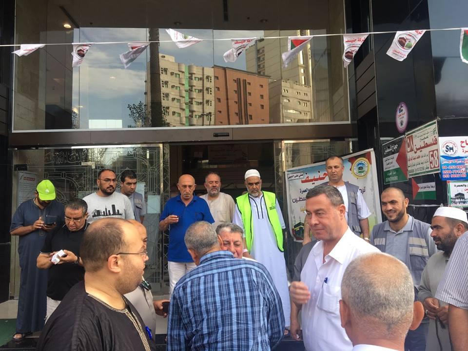سفير فلسطين بالقاهرة يزور حجاج فلسطين في مكة المكرمة
