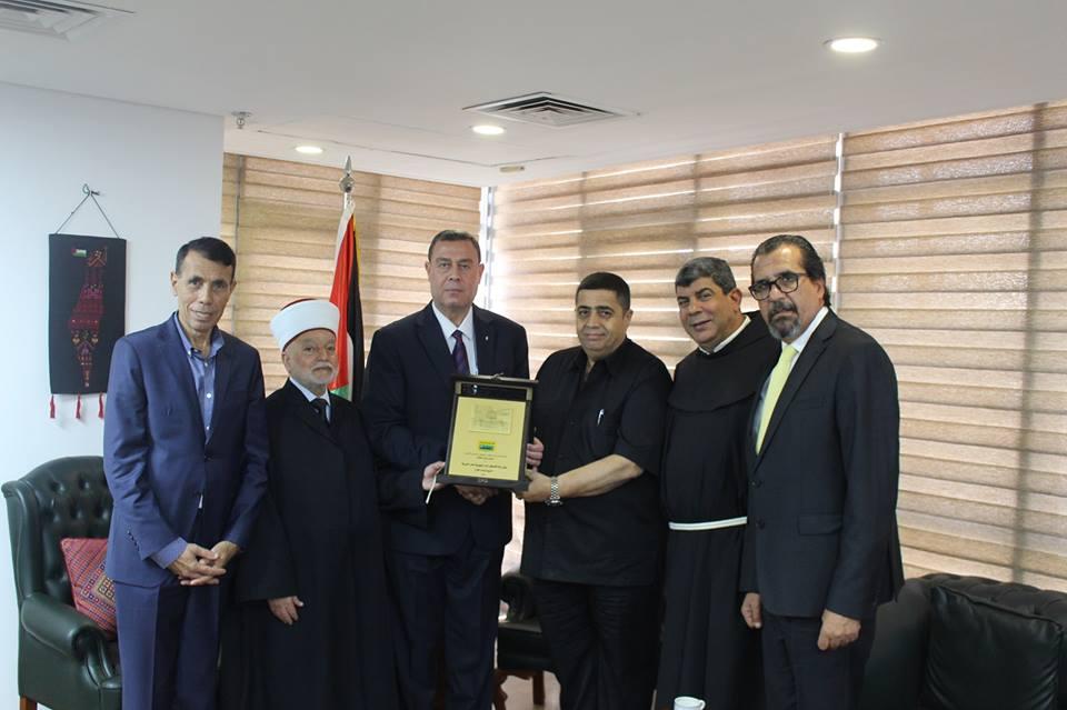 المؤتمر الشعبي الوطني للقدس يكرم السفير دياب اللوح