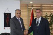 السفير دياب اللوح يستقبل رئيس جامعة الأزهر بغزة