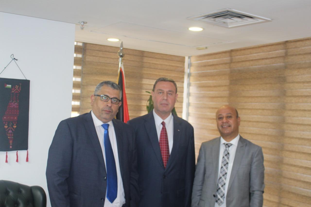 السفير دياب اللوح يستقبل الوفود المشاركة في اجتماعات بالقاهرة