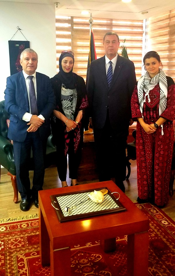 *السفير دياب اللوح يستقبل الفلسطينيتين الحاصدتين لقب الشاب النموذج على مستوى الوطن العربي *