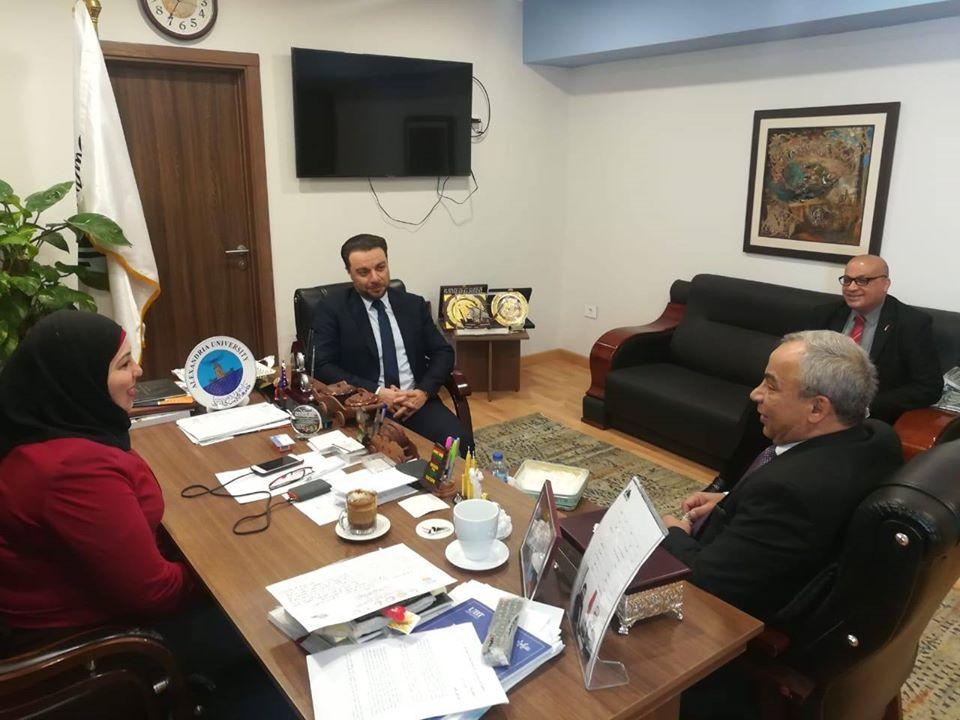 سفارة فلسطين تلتقي إدارة الوافدين لمناقشة شؤون الطلبة الفلسطينين في مصر