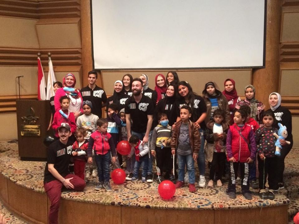 الدبكة الفلسطينية ترسم البسمة على وجوه أطفال مستشفى السرطان بالقاهرة