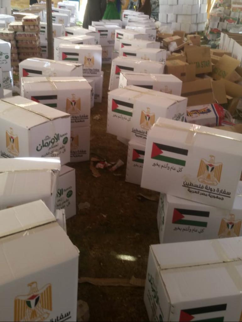 سفارة فلسطين بمصر تقدّم سلّات غذائية للعائلات الفلسطينية بمناسبة شهر رمضان