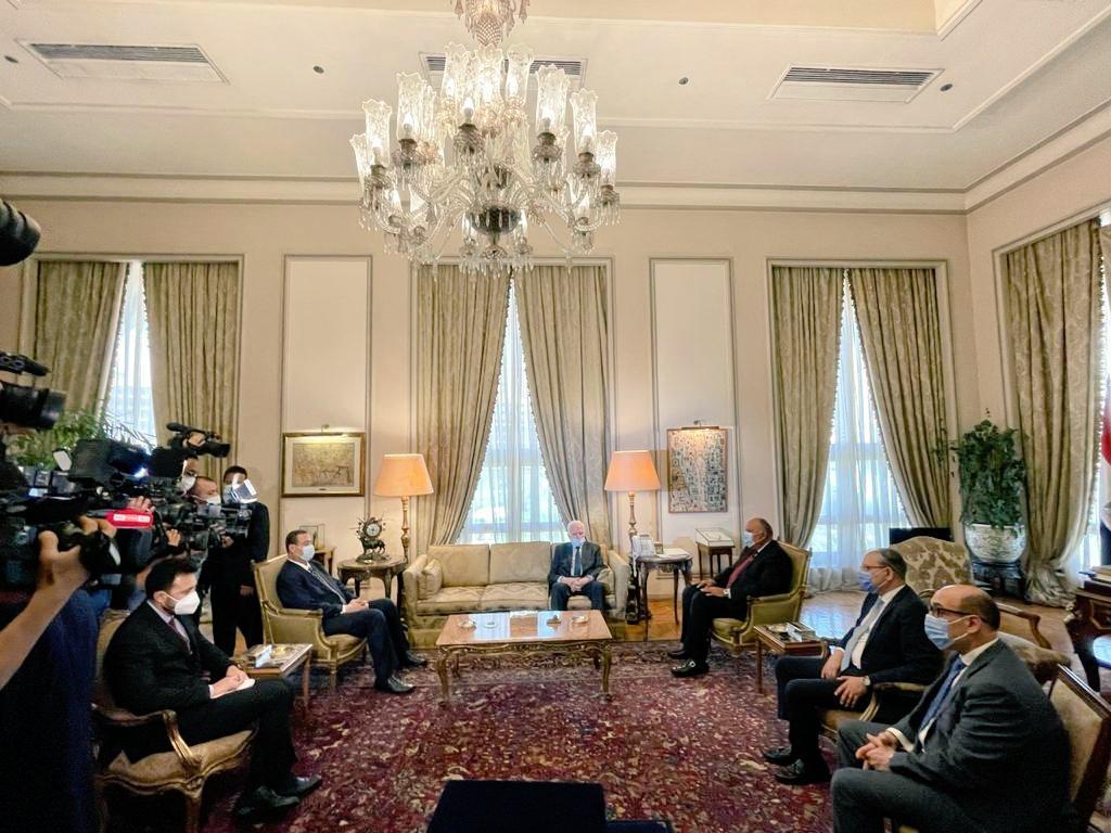 الأحمد يطلع وزير الخارجية المصري على جرائم الاحتلال المتواصلة بحق شعبنا